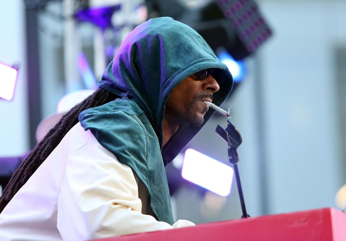 Rapper/actor Snoop Dogg performs at the Viacom Hollywood Office Grand Opening on January 26, 2017 in Los Angeles, California.