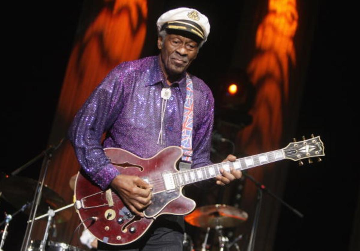 Chuck Berry performs at the 'Les Legendes Du Rock and Roll'
