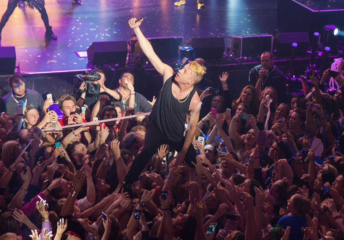 T-Mobile Un-leashes Music Freedom With Macklemore & Ryan Lewis At The Paramount Theatre