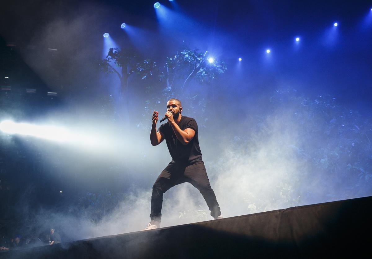 Drake performs at the New Look Wireless Birthday Party at Finsbury Park on June 28, 2015 in London, England