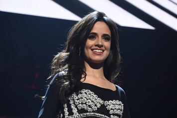 """Camila Cabello Gives Theatrical Performance Of """"Havana"""""""