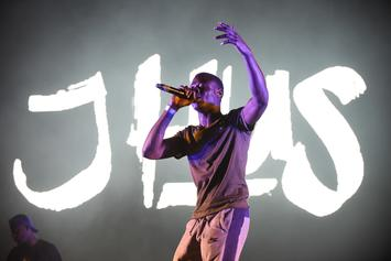"J Hus Covers 50 Cent's ""21 Questions"" Live"