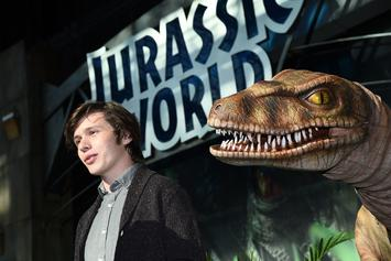 """""""Jurassic World Alive"""" Video Game Is Basically """"Pokemon Go"""" With Dinosaurs"""