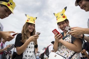 """Pokémon Go"" Will Reward Players Who Pick Up Trash On Earth Day"