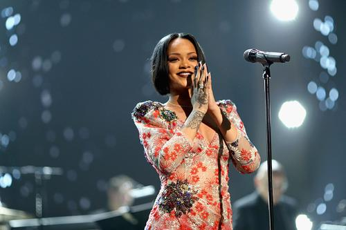 Rihanna performing at 2016 MusiCares Person of The Year honoring Lionel Richie