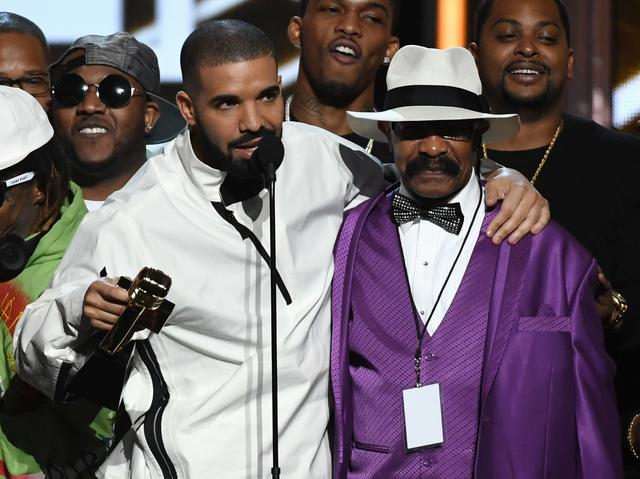 Drake and his dad at the BBMAs