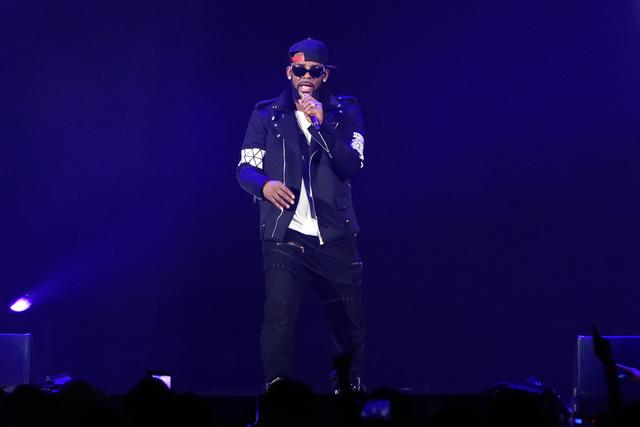 R. Kelly performing