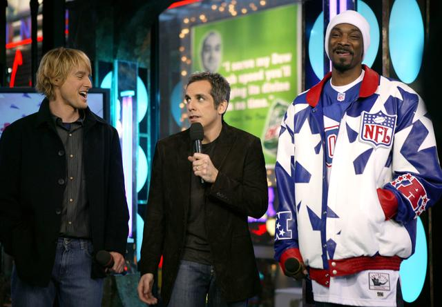 Snoop Dogg with Ben Stiller and Owen Wilson at TRL for Starsky & Hutch promotion