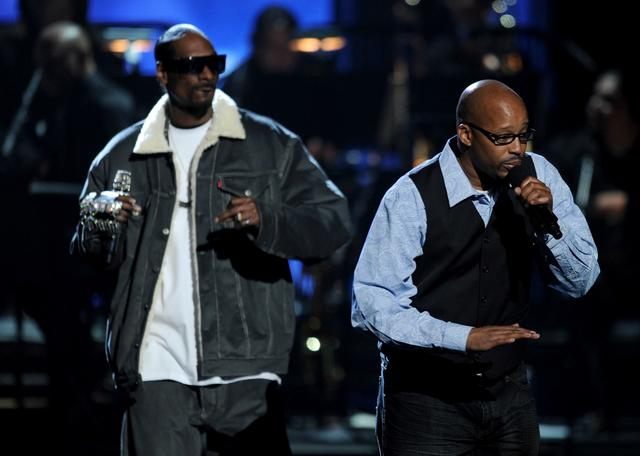 Warren G on stage with Snoop Dogg