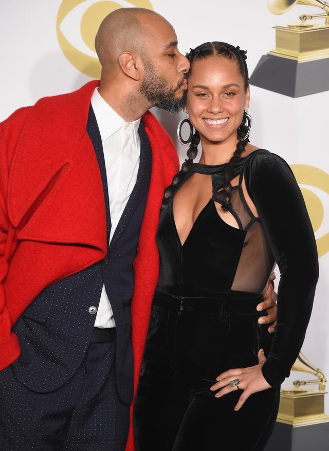 Alicia Keys and Swizz Beatz kissing at The Grammys