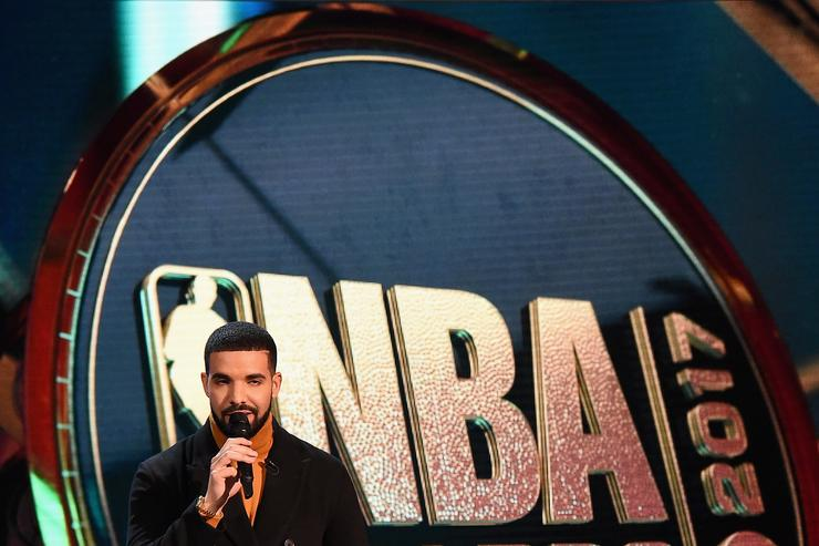 Drake hosts at nba awards 2017