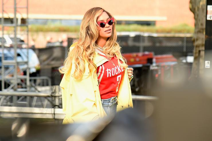Beyonce walks backstage during the 2017 Budweiser Made in America festival - Day 2 at Benjamin Franklin Parkway on September 3, 2017 in Philadelphia, Pennsylvania